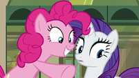 Pinkie points at Maud; Rarity sees Maud S6E3