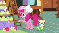 Pinkie points at the mountain of cupcakes S5E19