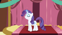 Rarity levitating a ribbon S1E01