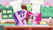 S05E26 Starlight i Pinkie pieką babeczki