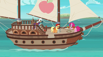 Main three on the boat in Pinkie's story S6E22
