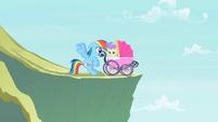 Rainbow Dash saves a foal S2E8