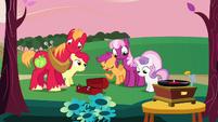 S02E17 Big Mac i Cheerilee nie wiedzą o co chodzi źrebiętom