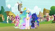 S04E26 Księżniczki, Spike i Discord