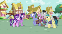 Collector ponies excited to meet Twilight S7E14