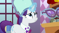 Rarity puts on her winter gear MLPBGE