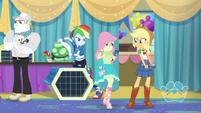 AJ and Rainbow Dash look at Fluttershy EGDS35