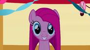S01E25 Pinkie z prostymi włosami