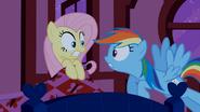 """S02E15 """"Dzisiaj zaczyna się sezon na sok jabłkowy!'"""