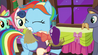 Snowdash opens her gift S06E08