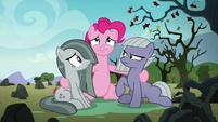 Pinkie looking miserable with her sisters S8E3