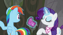Rarity takes off one of her boots S8E17