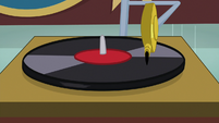 Record player starts playing again S9E7