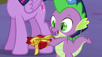 Spike giving a present to Moon Dancer S5E12