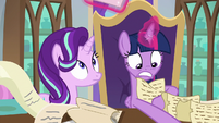 Twilight frantically searches her lists S9E1