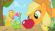 S02E13 Gąsienica chce zjeść jabłko