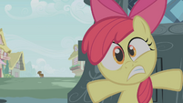 Apple Bloom hiding from Zecora S01E09