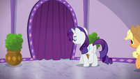 Rarity approaches the steam room area S6E10