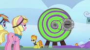 S03E07 Spitfire prezentuje kręcidło