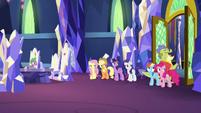 Sludge leaving the throne room S8E24