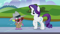 Spike looking uncomfortable at Rarity S8E11