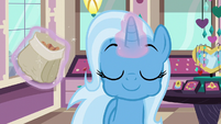 Trixie eating cinnamon nuts S7E2