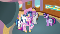 Twilight and her family agree to take the tour S7E22