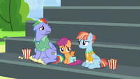 Bow and Windy moved by Rainbow's gesture S7E7