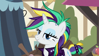 Rarity appears in town with her new look S7E19