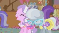 S01E12 Tiara i Silver Spoon śmieją się z Apple Bloom