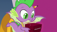 Spike holding a gift box S9E24
