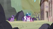Starlight przytula się ze starymi przyjaciółmi S05E26.png