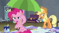 "Pinkie Pie ""confetti is ready!"" S8E7"