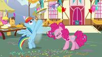 Rainbow Dash releasing pie into the sky S7E23