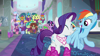 Rarity and Rainbow leaving together S8E17