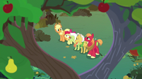 Apple family united under Mac and Buttercup's tree S7E13