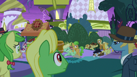 Braeburn warns others not to eat food S9E17