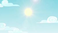 Bright sun in the sky over the festival EGSBP