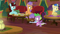 Spike keeps the food from falling S9E5
