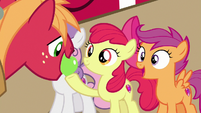 Big Mac taking dropped apple from Apple Bloom S7E8