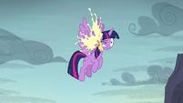 Cupcake splats in Twilight's face S5E23