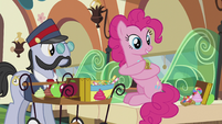 Pinkie getting candy S5E8