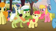 S02E15 Babcia Smith uspokaja Apple Bloom