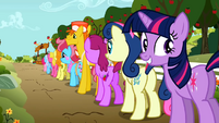 Grinning Twilight waiting in line S02E15