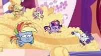 Main ponies still eating cake batter PLS1E1b