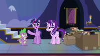 "Twilight ""keep the new books front and center!"" S6E25"
