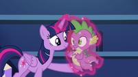 Twilight levitates Spike to her S5E22