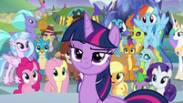 Twilight smirking at Chancellor Neighsay S8E2