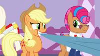 Applejack and Starstreak smiling together S7E9