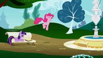 Pinkie Pie bouncing S1E05